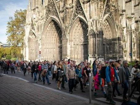 Incendie d'une usine Seveso à Rouen - Plusieurs centaines de personnes rassemblées à Rouen