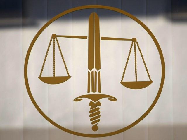 Gilets jaunes: 21 condamnations à de la prison ferme pour l'incendie d'un péage
