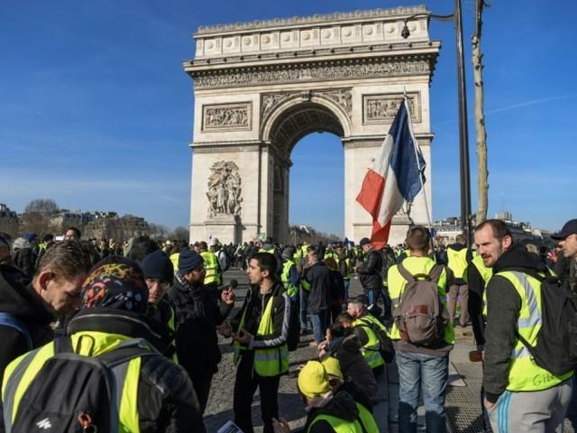 """52% des Français estiment que les """"gilets jaunes"""" doivent cesser leur mouvement"""