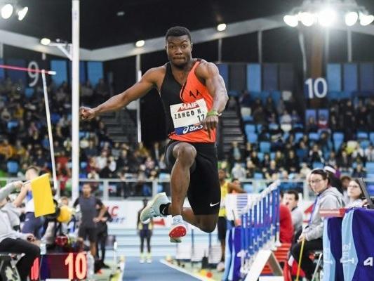 Athlétisme : le Burkinabé Hugues Fabrice Zango bat le record du monde de triple saut en salle
