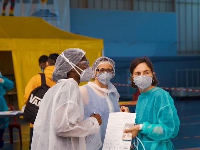 Tests de dépistage, vaccins, certificats de décès : au mépris de la santé publique, le gouvernement refuse l'aide des infirmiers