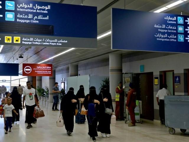 Femmes autorisées à voyager sans permission: jubilation et colère en Arabie saoudite