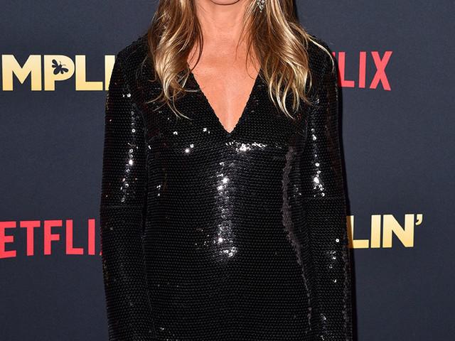 Jennifer Aniston, sublime pour une avant-première avec Courteney Cox et un ancien acteur de Lost