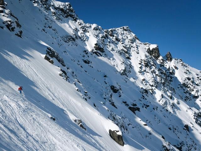 Hautes-Alpes : un skieur meurt après une avalanche