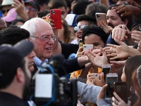 Malgré sa crise cardiaque, Bernie Sanders attaque l'année électorale en solide position