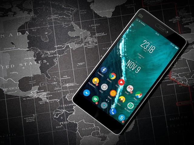 Pourquoi l'Anses recommande de ne pas porter certains smartphones trop près du corps ?