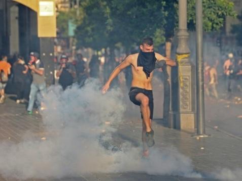 Larmes et colère dans les rues de Beyrouth, un an après l'explosion au port