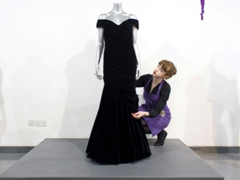 """La robe """"Travolta"""" de la princesse Diana trouve finalement preneur"""