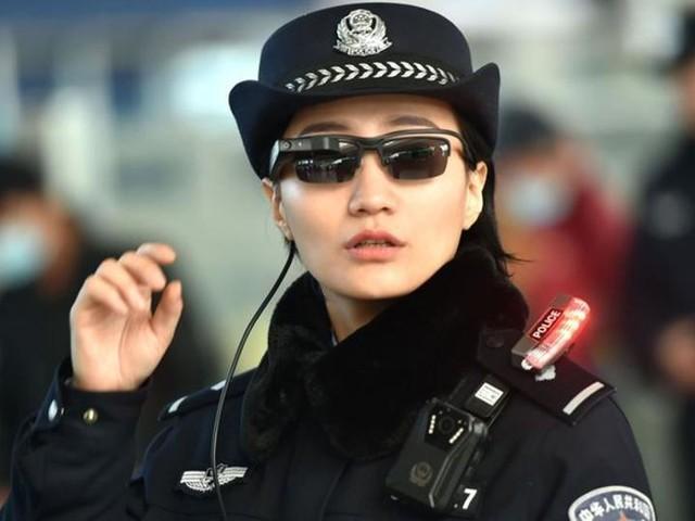 La police chinoise est d?sormais dot?e de lunettes ? reconnaissance faciale