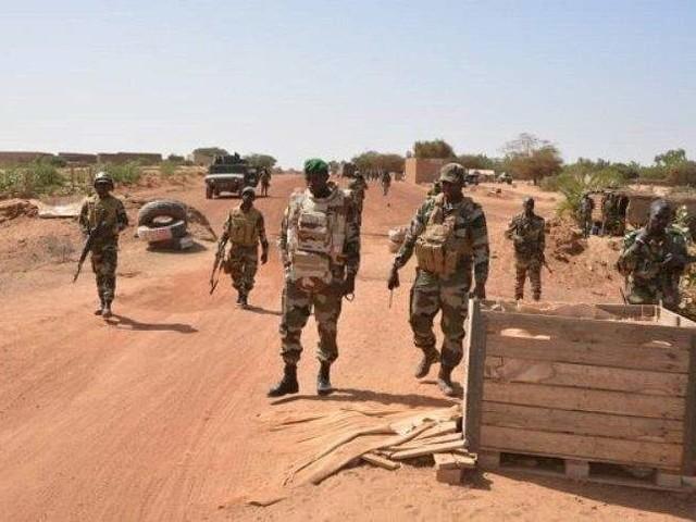 Attaque terroriste au Mali: le bilan provisoire fait état de trois soldats tués, cinq blessés