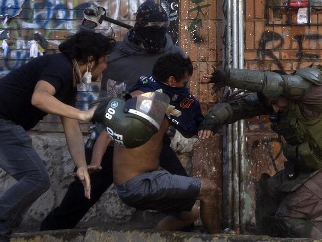 Chili : le président Sebastian Pinera condamne les violences policières, une première depuis le début de la contestation