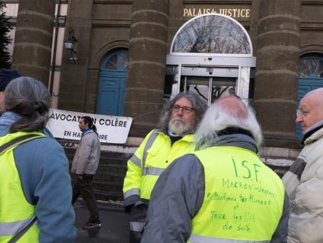 """""""Acharnement judiciaire"""" contre les manifestants: Amnesty accable la France"""