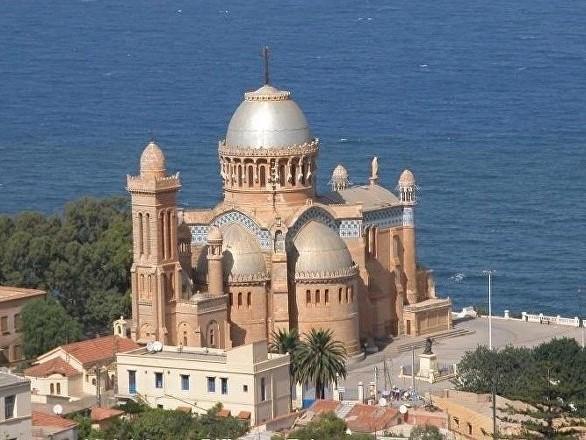 Fermeture de temples protestants: le ministère algérien de l'Intérieur remet les pendules à l'heure
