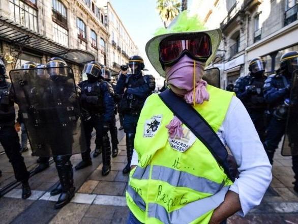 Acte 52: heurts entre police et Gilets jaunes à Montpellier, gaz lacrymogène - images