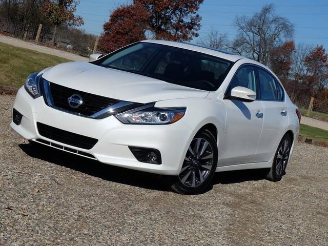 Nissan Altima : le capot pourrait encore s'ouvrir en roulant