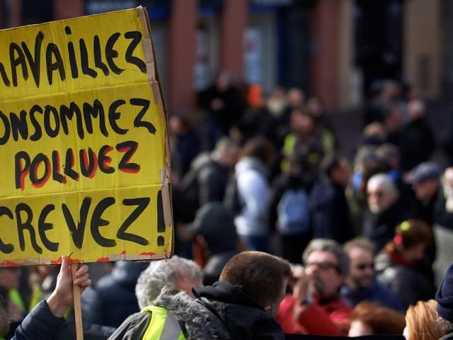 Un emploi, une maison, un caddie rempli: les Français ne rêvent plus de ça