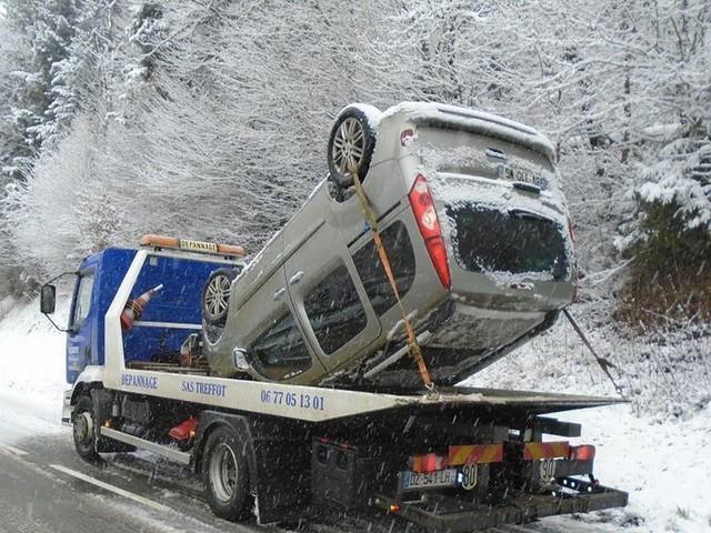Plusieurs accidents sur les routes du massif jurassien à cause de la neige