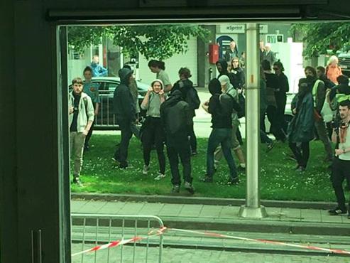 Gilets jaunes à Bruxelles: 250 encerclés à la gare du Nord, d'autres vont vers le centre en cassant du mobilier urbain