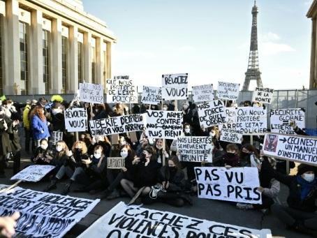 """Mobilisation dans la rue contre la loi """"sécurité globale"""""""