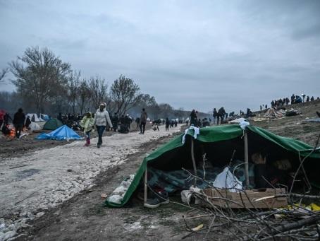 Migrants: Erdogan dit qu'il recevra Macron et Merkel à Istanbul le 17 mars