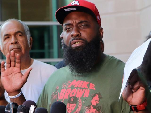 Cinq ans après les émeutes de Ferguson, le père de Michael Brown veut rouvrir l'enquête