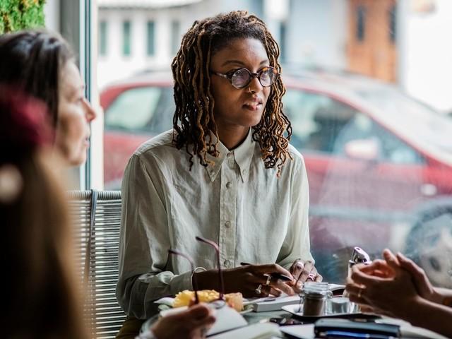 Déjeuner avec vos collègues vous paraît naturel, mais c'est plus compliqué pour moi qui suis autiste - BLOG