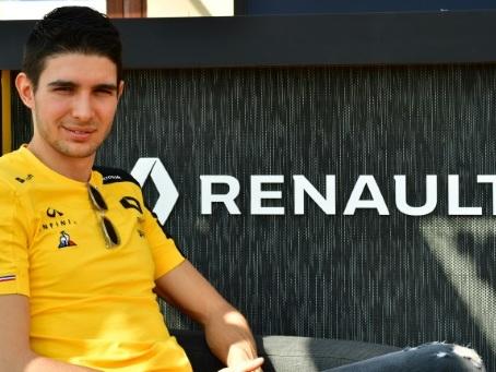 F1: Esteban Ocon, jaune de plaisir, retrouve la piste avec Renault