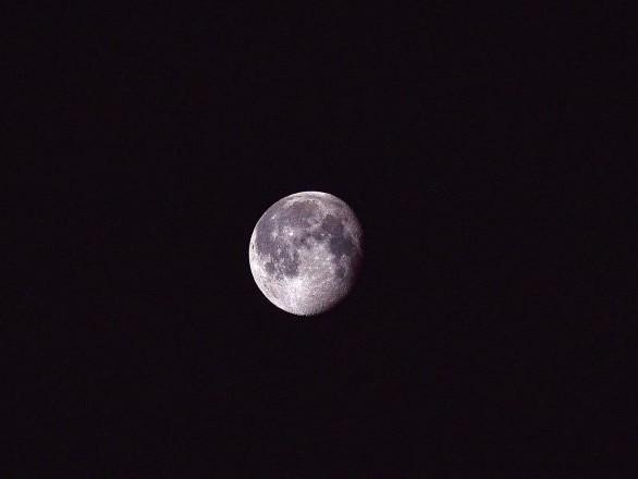 La substance gélatineuse trouvée sur la Lune livre ses secrets