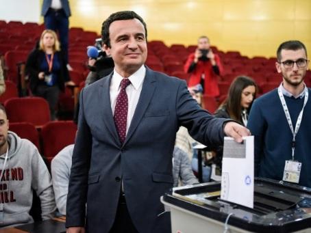 """Législatives au Kosovo: l'opposition fait chuter les """"commandants"""""""