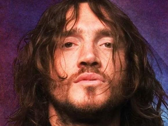 De retour parmi les Red Hot, John Frusciante vient de sortir un nouvel album solo