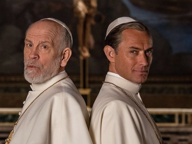 """The New Pope"" : le retour Jude Law et John Malkovich au Vatican"