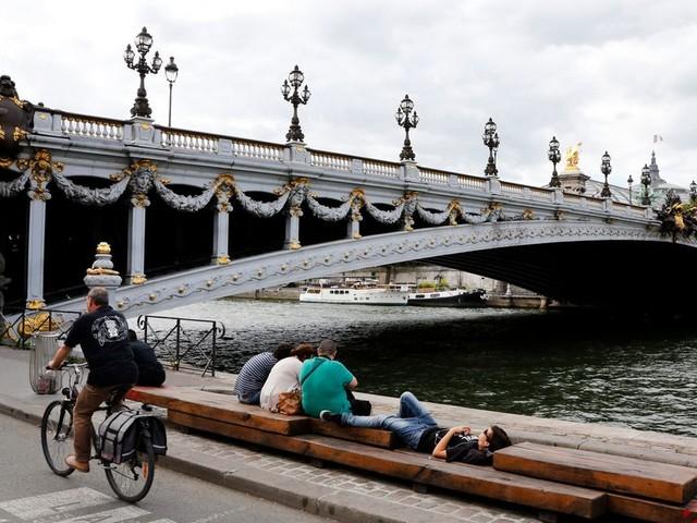 En plein confinement à Paris, les voies sur berges fermées à la circulation