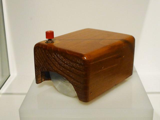 Le saviez-vous ? La première souris d'ordinateur était en bois !