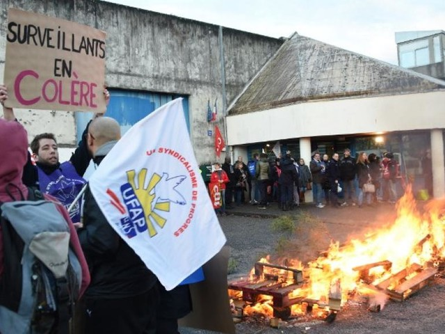 France: les syndicats appellent au «blocage total» des prisons