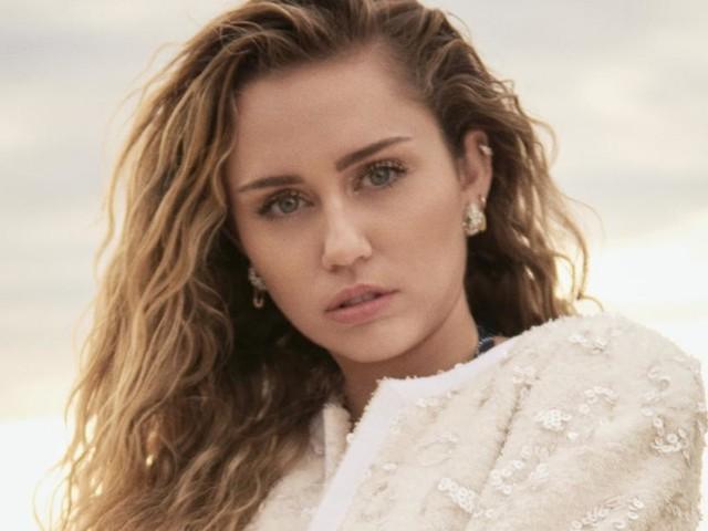 Miley Cyrus déjà fiancée à Kaitlynn Carter ? Un indice sème le doute (PHOTO)