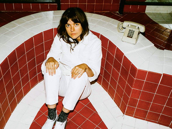 Courtney Barnett voit rouge !