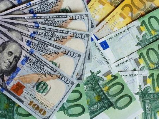 L'euro/dollar au plus bas depuis mi 2017