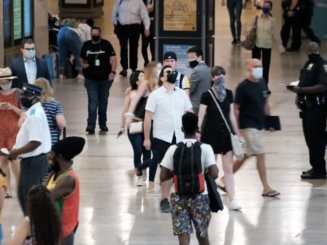 Covid-19: les Américains vaccinés doivent remettre le masque dans les zones à risque