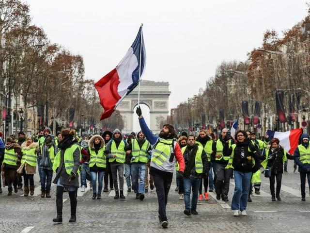 """Les """"Gilets jaunes"""" de nouveau dans la rue après les premiers débats"""