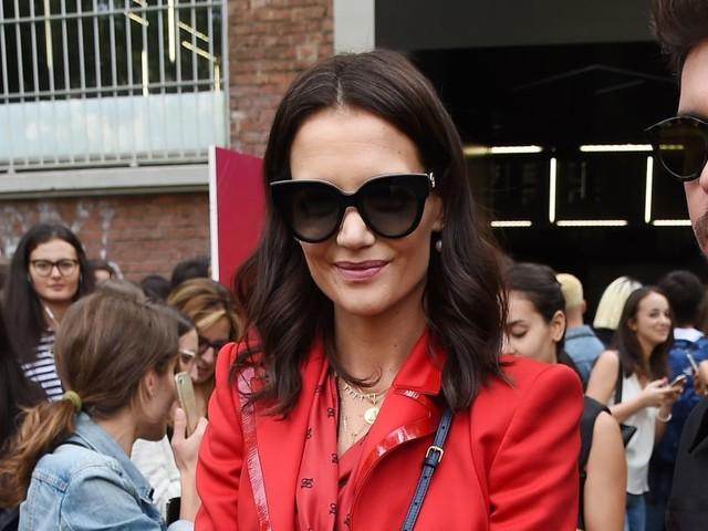 Katie Holmes : Sublime en rouge à la Fashion Week de Milan