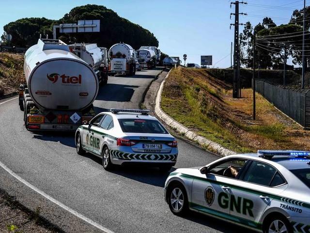 Grève des camionneurs au Portugal : les stations service ravitaillées sous escorte
