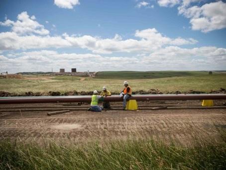 Trump veut assouplir une loi environnementale pour accélérer les chantiers