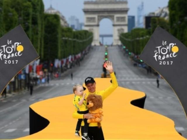 """Tour de France: Froome salué en """"maître du temps"""""""