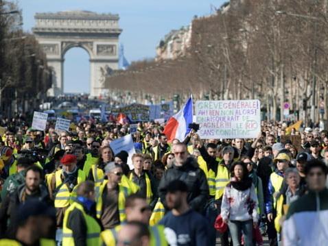 """Nouveau rassemblement de """"gilets jaunes"""" sur les Champs-Elysées"""