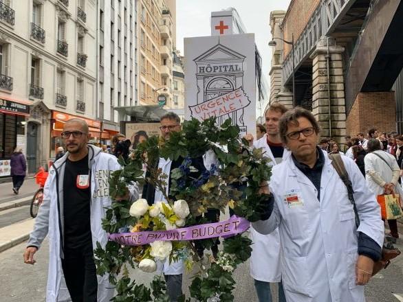 Crise de l'hôpital public: «Nous sommes à bout» lance un médecin à Macron