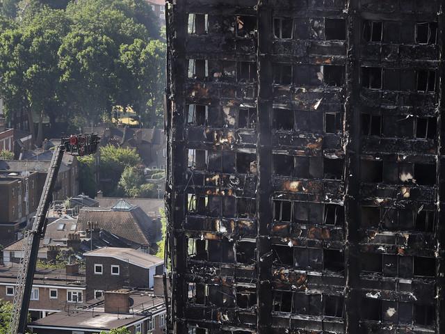 Au moins 17 morts dans l'incendie de Londres et les recherches continuent (VIDÉO)