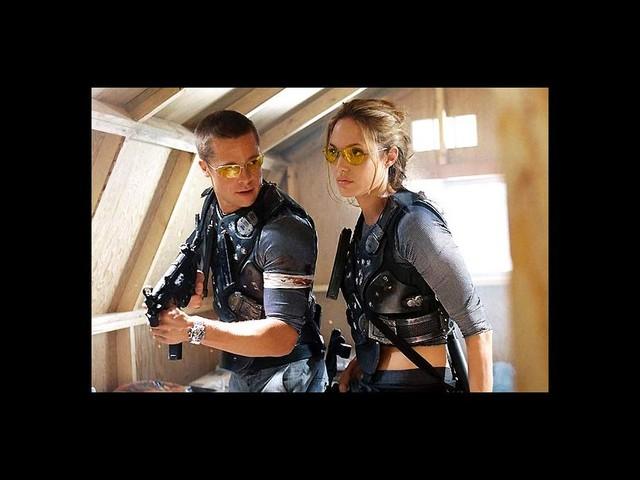 """Angelina Jolie n'a pas du tout craqué pour Brad Pitt sur le tournage de """"Mr. & Mrs. Smith"""""""