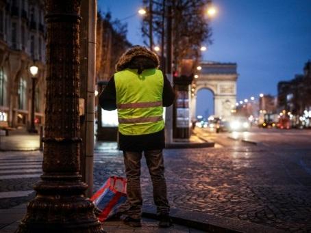 """Les """"gilets jaunes"""" de retour dans la rue pour défier le gouvernement"""