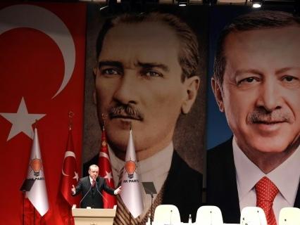 """L'Otan s'excuse après des """"incidents"""" ayant offensé Erdogan"""