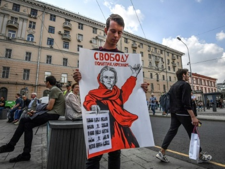 """L'opposition défile à Moscou contre les """"répressions politiques"""""""
